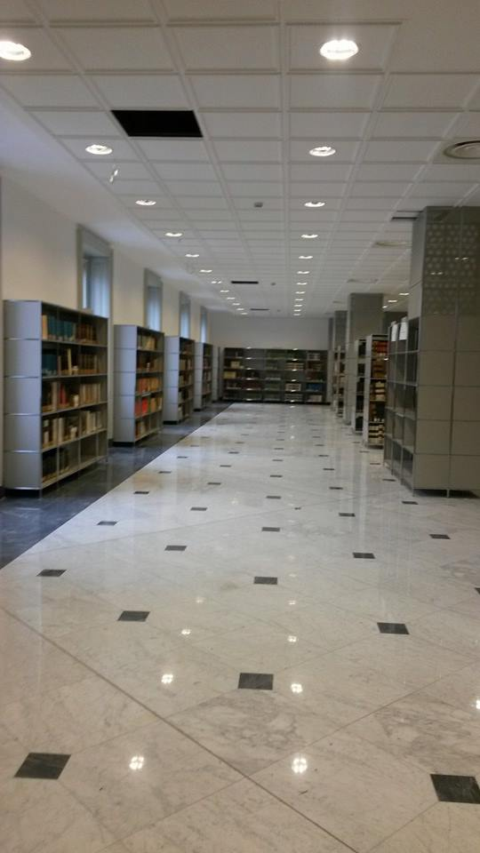 Biblioteca universitaria genova for 2 piani piano cabina storia